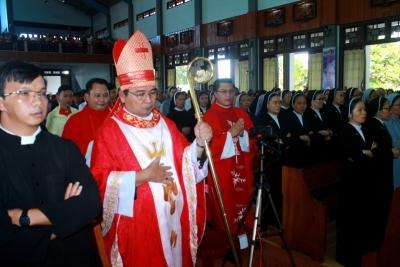 Giáo hạt Đakmil Cử hành thánh lễ khai mạc mừng Kim Khánh Giáo Phận.